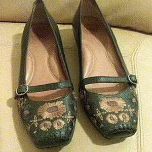 Nurture  floral embroidered leather womens shoes